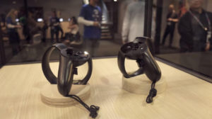 htc vive vs Oculus Rift touch controllers